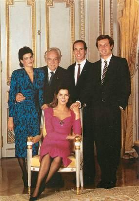 """CPSM FAMILLE ROYALE """" MONACO, Le Prince Rainier III, le Prince Albert , la Princesse Caroline, la Princesse Stéphanie et Mr Stéphano Casiraghi"""""""