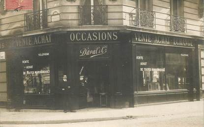 "CARTE PHOTO FRANCE 75009 ""Paris, Vente et achat marchandises d'occasion, angle Bld Clichy et rue Pierre Haret"" / ANTIQUAIRE"