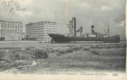 """CPA FRANCE 13 """" Port St Louis du Rhône, Les Minoteries, déchargement d'un bâteau"""""""