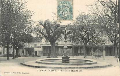 """CPA FRANCE 13 """" St Rémy de Provence, Place de la République"""""""