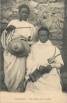 "CPA ETHIOPIE ""Abyssinie, chef avec un soldat"""
