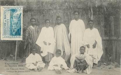 """CPA FRANCE 44 """" Nantes, Groupe de jeunes filles'""""/ Exposition de 1904 / VILLAGE NOIR"""""""