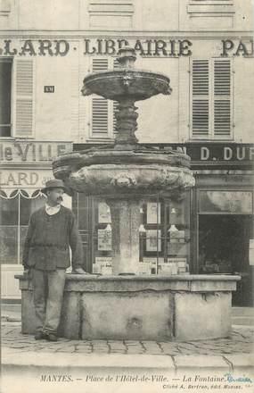 """CPA FRANCE 78 """" Mantes, Place de l'Hôtel de Ville"""""""