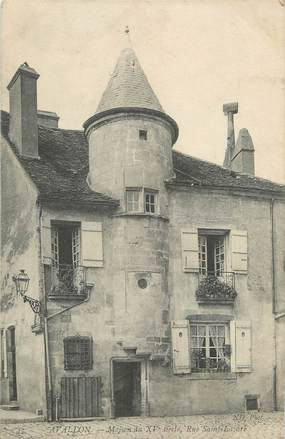"""CPA FRANCE 89 """"Avalllon, Une maison"""""""