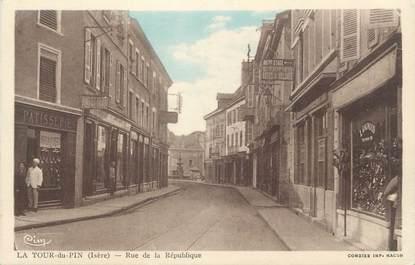 """CPA FRANCE 38 """" La Tour du Pin, Rue de la République"""""""