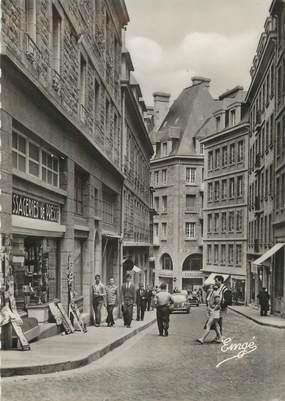 """CPSM FRANCE 35 """" St Malo, Rue Porcon de la Barbinais"""""""