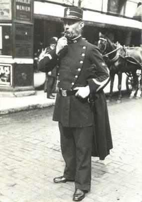 "CPSM FRANCE 75 "" Paris en 1900"" / POLICE"