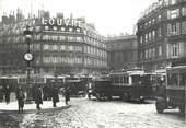 """75 Pari CPSM FRANCE 75 """" Paris en 1900, Embouteillage au Palais Royal' / AUTOBUS"""