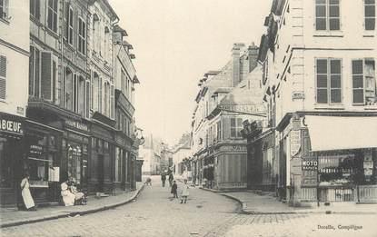 "CPA FRANCE 60 "" Compiègne, Une rue"""