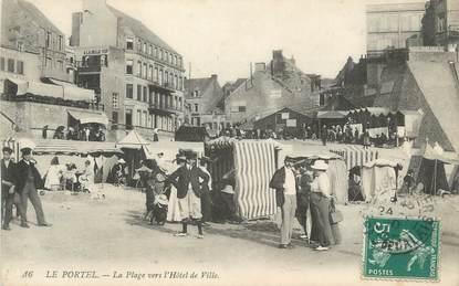 """CPA FRANCE 62 """" Le Portel, La plage vers l'Hôtel de Ville"""""""