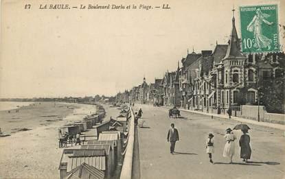 """/ CPA FRANCE 44 """"La Baule, le bld Darlu et la plage"""""""