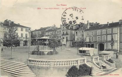 """/ CPA FRANCE 32 """"Vic Fezensac, le kiosque et la place"""""""