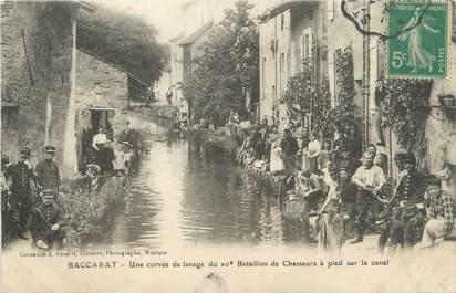 """CPA FRANCE 54 """" Baccarat, Une corvée de lavage du 10ème Bataillon de Chasseurs à pied sur le canal"""""""