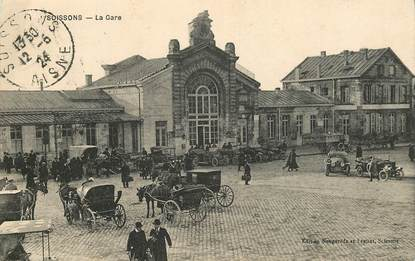 "CPA FRANCE 02 ""Soissons, la gare"""