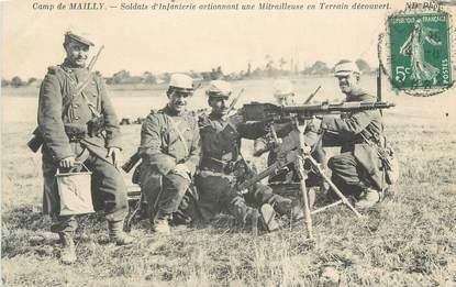 "CPA MILITAIRE "" Camp de Mailly, soldats d'infanterie "" / MITRAILLEUSE"