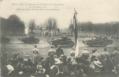 """CPA MILITAIRE FRANCE 57 """" Metz, Fête en l'honneur du Président de la République le 08 décembre 1918"""" / CHARS D'ASSAUT"""