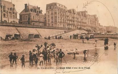 """CPA FRANCE 14 """"Cabourg, le Grand Hotel et rue de la plage"""""""