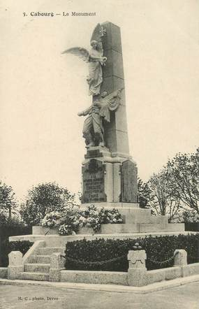 "CPA FRANCE 14 ""Cabourg, le Monument aux morts"""