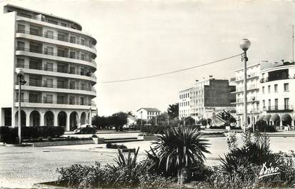 "CPSM FRANCE 66 ""Canet Plage, Plage radieuse"""