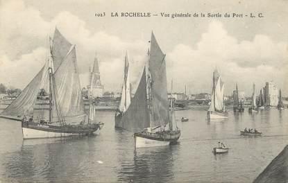 """CPA FRANCE 17 """"La Rochelle, vue générale de la Sortie du Port"""""""