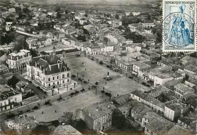 """CPSM FRANCE 17 """"Saint Jean d'Angély, Place de l'Hotel de ville"""""""