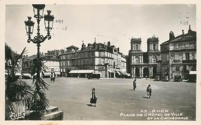 """CPSM FRANCE 32 """"Auch, la place de l'Hotel de ville"""""""