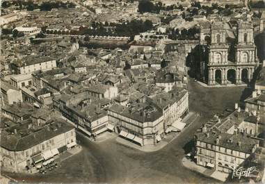 """CPSM FRANCE 32 """"Auch, vue aérienne de la place de la mairie"""""""