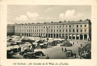 """CPSM FRANCE 31 """"Toulouse, Place du Capitole"""""""
