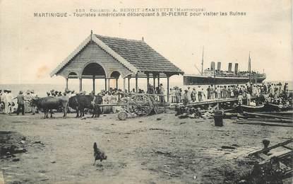 """CPA MARTINIQUE """"Saint Pierre de la Martinique, touristes américains pour visiter les ruines"""""""