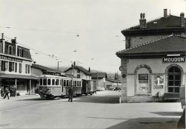"""CPSM SUISSE """"Moudon"""" TRAIN / TRAMWAY"""