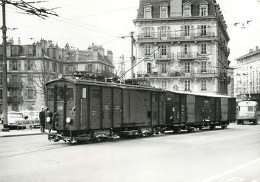 """CPSM SUISSE """"Lausanne"""" TRAIN / TRAMWAY"""