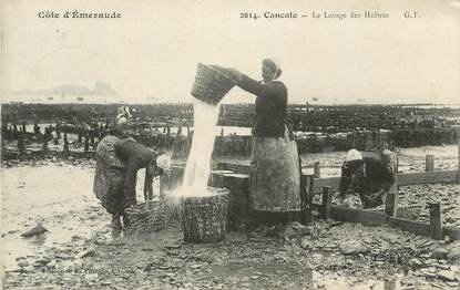 """CPA FRANCE 35 """"Cancale, Le Lavage des Huitres"""""""