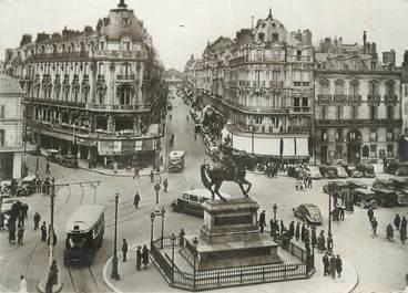 """CPSM FRANCE 45 """"Orléans, Place du Martroi, Statue de Jeanne d'Arc, Rue de la République"""""""