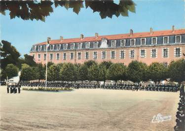 """CPSM FRANCE 89 """"Sens, Ecole de Police, La Cour d'Honneur"""""""