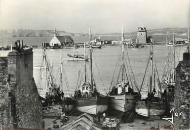 """CPSM FRANCE 29 """"Camaret, Bateaux de pêche dans le port"""""""