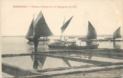 "CPA FRANCE 17 ""Marennes, pêcheurs d'huitres"""