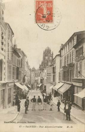 """CPA FRANCE 17 """"Saintes, Rue Alsace Lorraine"""""""