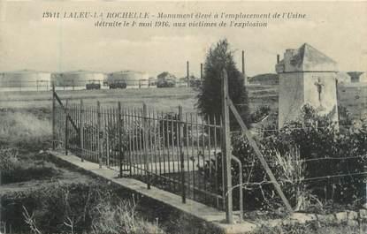 """CPA FRANCE 17 """" La Rochelle, monument au mort """" / usine"""