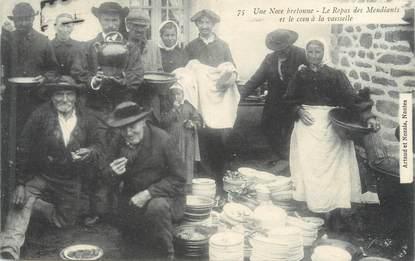 """CPA FRANCE 44 """"Une noce bretonne, le repas des mendiants"""""""