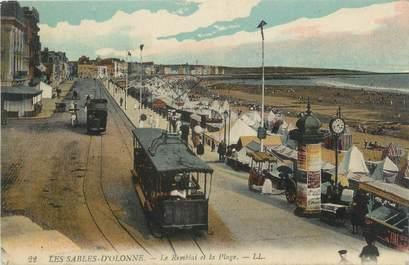"""CPA FRANCE 85 """"Les Sables d'Olonne, le remblai et la plage"""" / TRAMWAY"""
