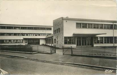 """/ CPSM FRANCE 56 """"Lorient, groupe scolaire Bisson"""""""