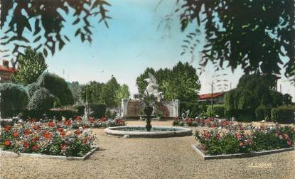 "/ CPSM FRANCE 47 ""Marmande, le jardin public, monument aux morts"""
