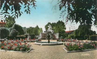 """/ CPSM FRANCE 47 """"Marmande, le jardin public, monument aux morts"""""""