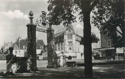 """/ CPSM FRANCE 39 """"Dole, place Grevy, entrée du cours Saint Mauris"""""""