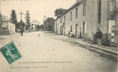 """/ CPA FRANCE 44 """"Saint Julien de Vouvantes, carrefour de la Leau"""""""