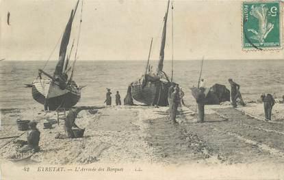 """CPA FRANCE 76 """"Etretat, les barques"""""""