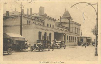 """/ CPA FRANCE 57 """"Thionville, la gare"""" / AUTOMOBILE"""