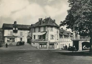"""/ CPSM FRANCE 15 """"Raulhac, la place et l'hôtel Nabrin"""""""