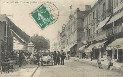 """/ CPA FRANCE 17 """"Royan, boulevard Thiers et le kiosque"""""""