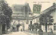"""17 Charente Maritime / CPA FRANCE 17 """"Jonzac, cour intérieure du château"""""""